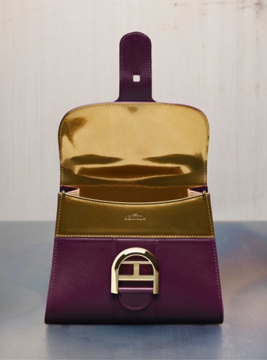 delvaux-aw1718-brillant-gm-biface-prune-or-reshoot-close-5320
